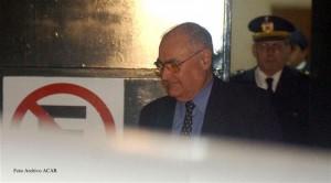 """El ex militar Jose """"Nino"""" Gavazzo, acusado de cometer delitos de lesa humanidad durante la dictadura civico-militar uruguay, sale del juzgado penal de la ciudad vieja Mayo de 2006 Montevideo - Uruguay"""